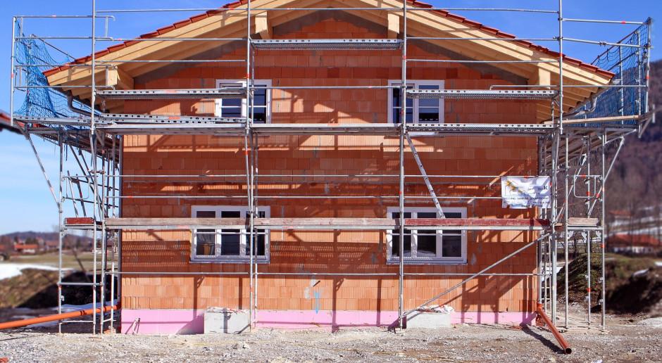 Ograniczony dostęp i wzrost cen styropianu budowlanego w sierpniu