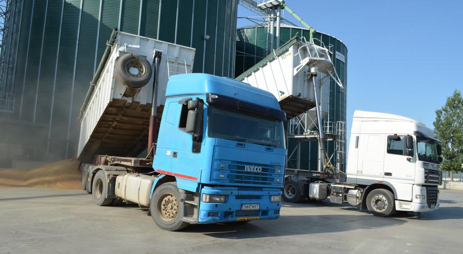 Wyładunek zboża w gospodarstwie Arsat Agricultura położonym w miejscowości Sannicolau Mare jud Timis, fot. Art Tłustochowicz