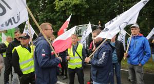 Rolnicy z AGROunii rozpoczęli blokadę dk nr 15 koło Sampławy