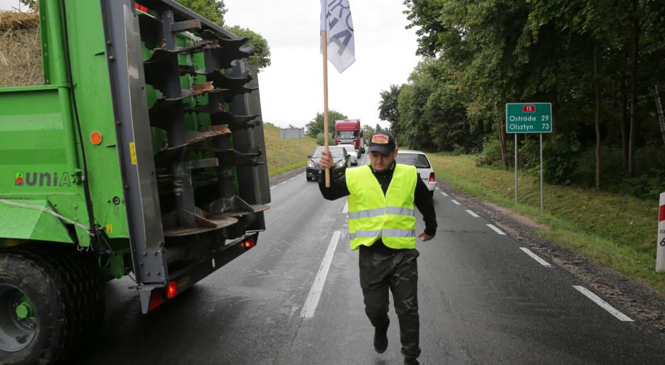 Koniec rolniczej blokady drogi krajowej nr 15 w okolicach Sampławy