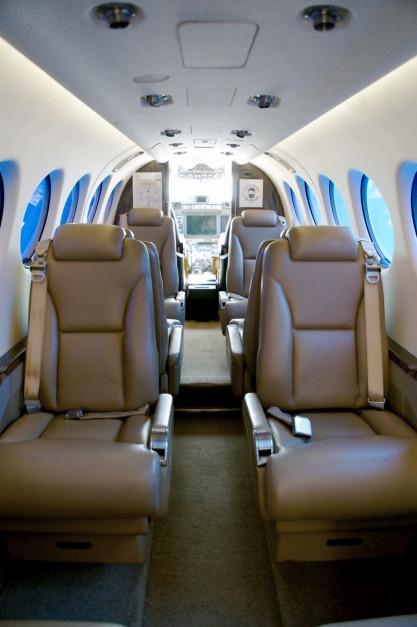 Wnętrze samolotu Beechcraft King Air 350i. Cytując filmowy klasyk: