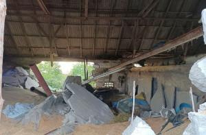 Betonowy strop zawalił się pod ciężarem ziarna, Foto: PSP Aleksandrów Kujawski