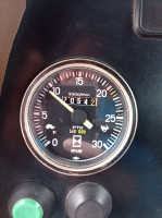 Prędkościomierz MF-a. Stan ciągnika wskazuje, że przebieg jest oryginalny fot. Adam Ładowski