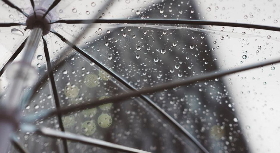 IMGW: w niedzielę przelotne opady i burze na zachodzie; nad ranem lokalnie mgły