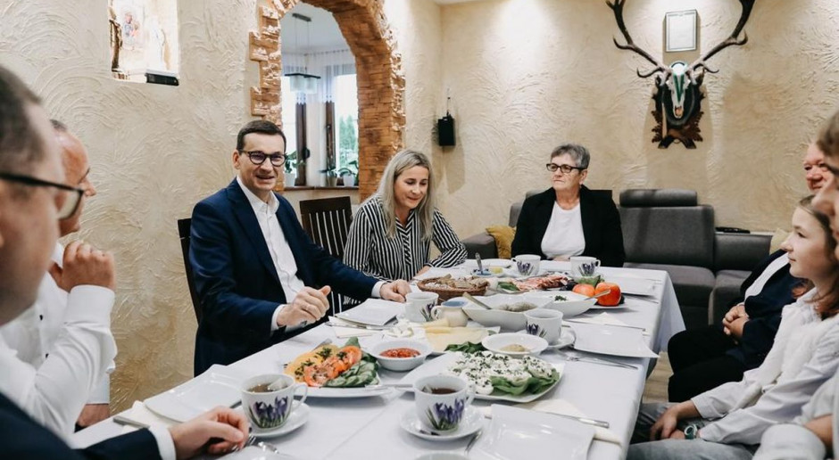 """Przed obchodami święta """"Wdzięczni polskiej wsi"""" premier na wspólnym śniadaniu z rodziną rolników"""