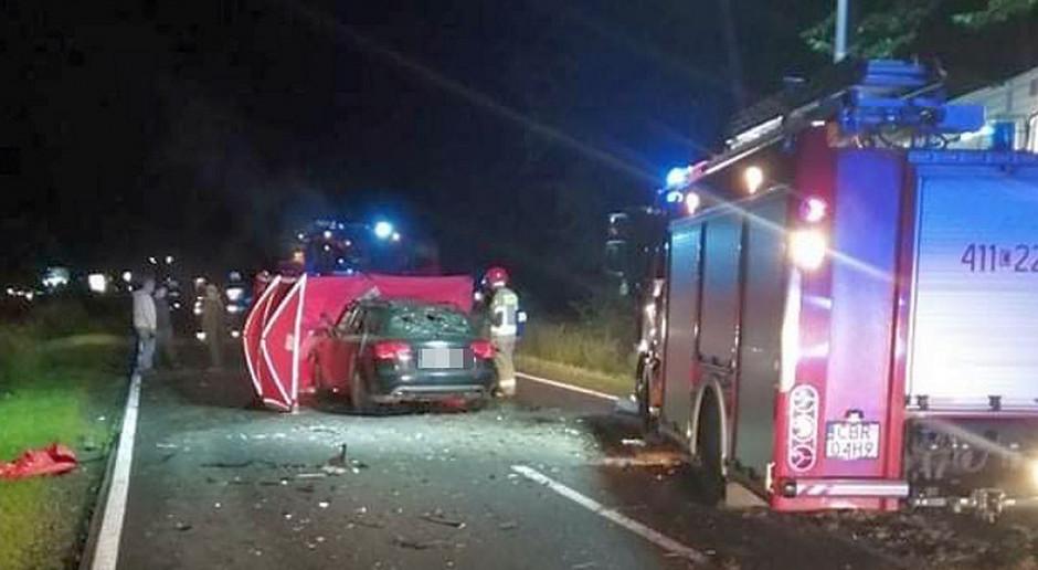 Auto najechało na ciągnik, zginął kierowca