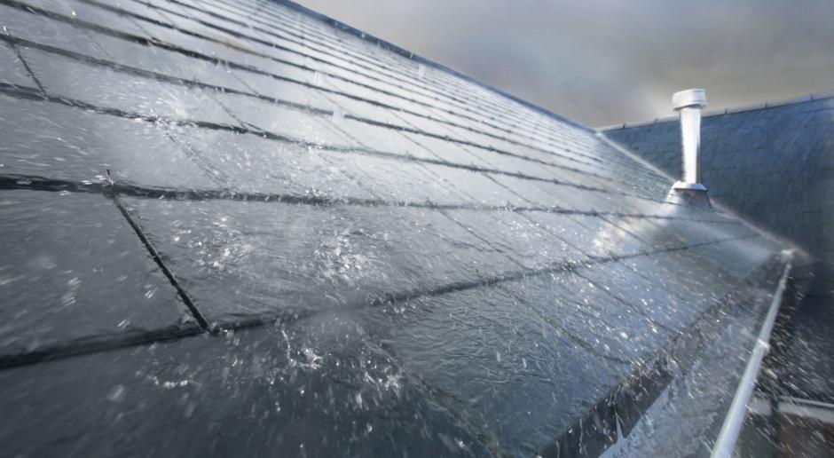 Jak wybrać system rynnowy, który ochroni dom przed gwałtownym deszczem?