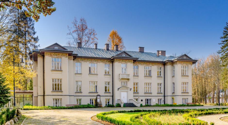 """Otwarto Centrum Folkloru Polskiego """"Karolin"""" w Otrębusach"""