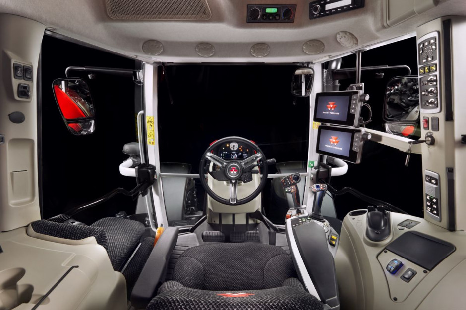 Kabina w najbogatszej wersji MF-a 6S wygląda tak samo jak w 8S, fot.AGCO