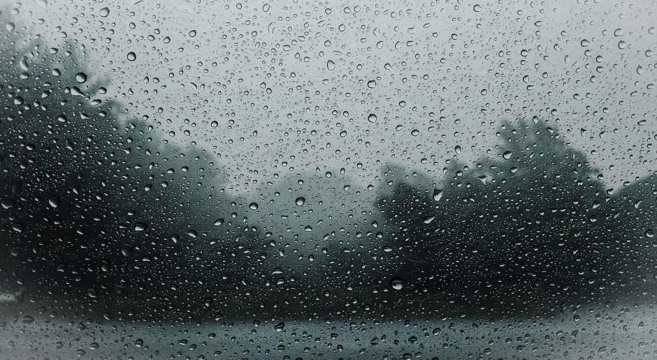 We wtorek deszcz w całym kraju. W górach spadnie śnieg