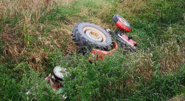 W przewróconym ciągniku zginął kierowca