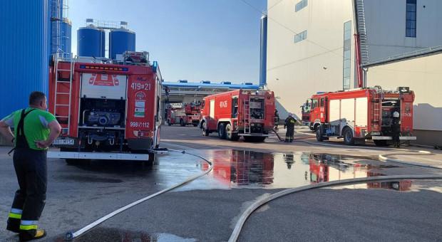 Pożar mleczarni Bielmlek w Bielsku Podlaskim - dym sięga 40 metrów