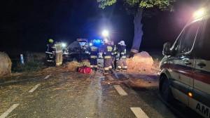Kierowca samochodu zginał na miejscu wypadku,Foto: OSP Wyrzysk