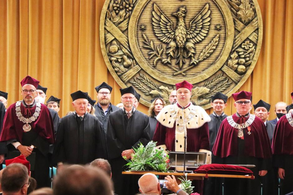 Całe wydarzenie miało bardzo uroczysty charakter. Ilość zgromadzonych gości świadczy o tym, jak wielkim szacunkiem cieszy się prof. Jim Mazurkiewicz fot. Tomasz Kuchta