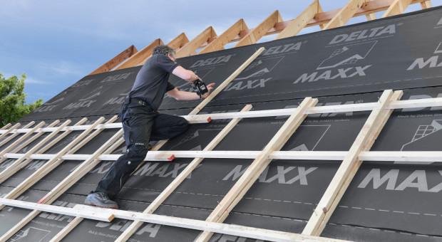 Jak zabezpieczyć drewnianą konstrukcję dachu domu przed zimą?