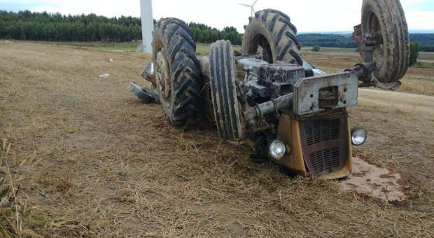 Rolnik zginął pod traktorem