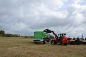 Kompost został załadowany na rozrzutnik przez ładowarkę przegubową z teleskopem Manitou. Zdjęcie: Wołosowicz