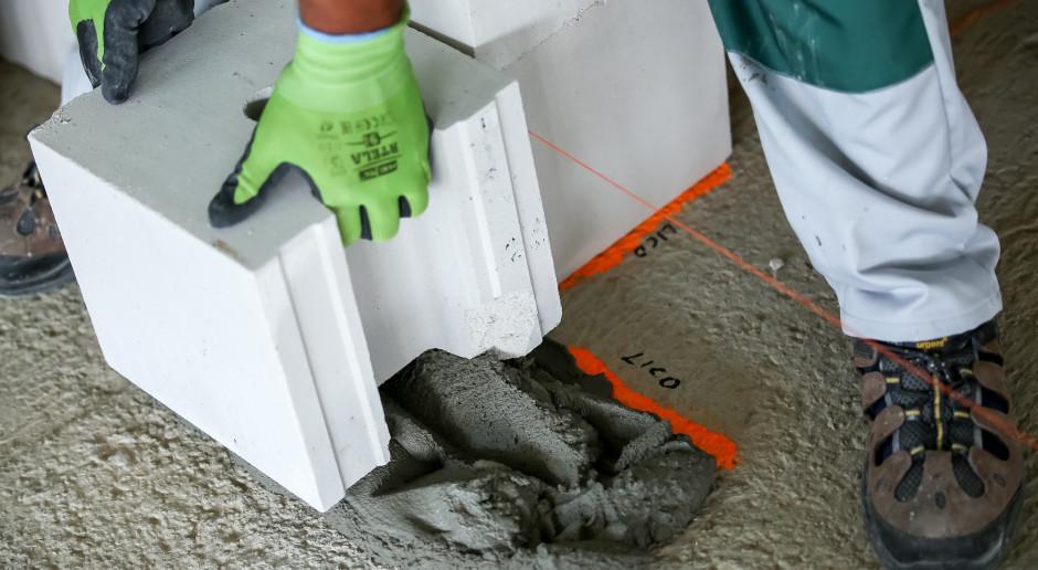 Jakie są zasady wznoszenia domu z betonu komórkowego i z silikatów?