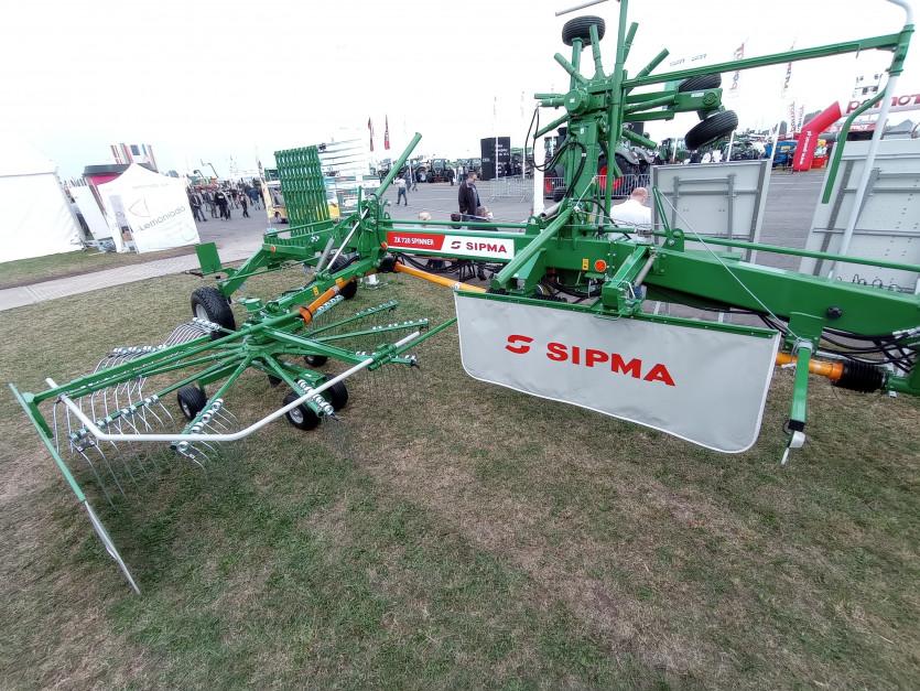 Sipma ZK 720 Spinner - dwuwirnikowa zgrabiarka. kolejna nowość Sipmy na Agro Show 2021 fot. Adam Ładowski