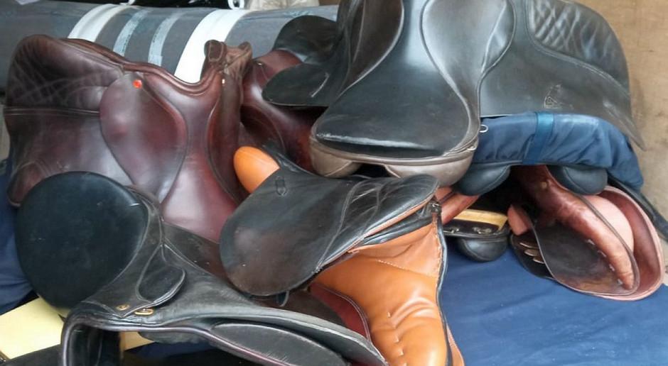 Kurierzy ukradli z posesji sprzęt jeździecki