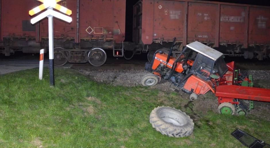 Zderzenie ciągnika rolniczego z lokomotywą