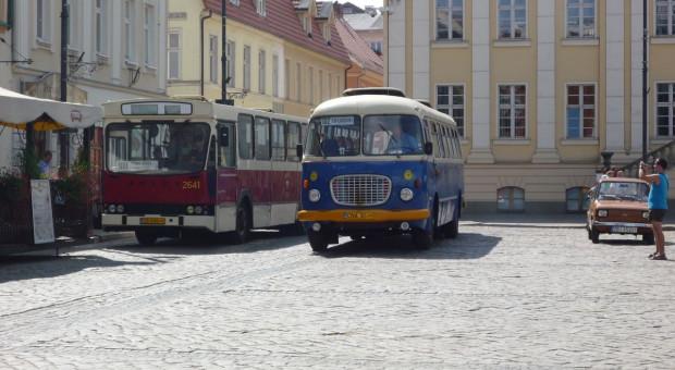 Autobusy powinny dowozić chociaż do siedziby władz gminy