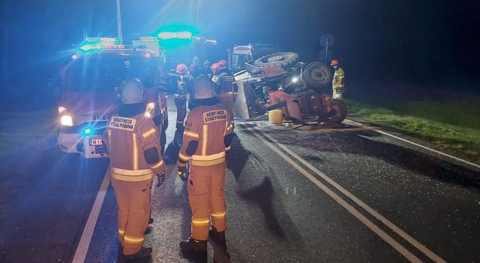 Samochód wjechał w ciągnik rolniczy, zginął traktorzysta